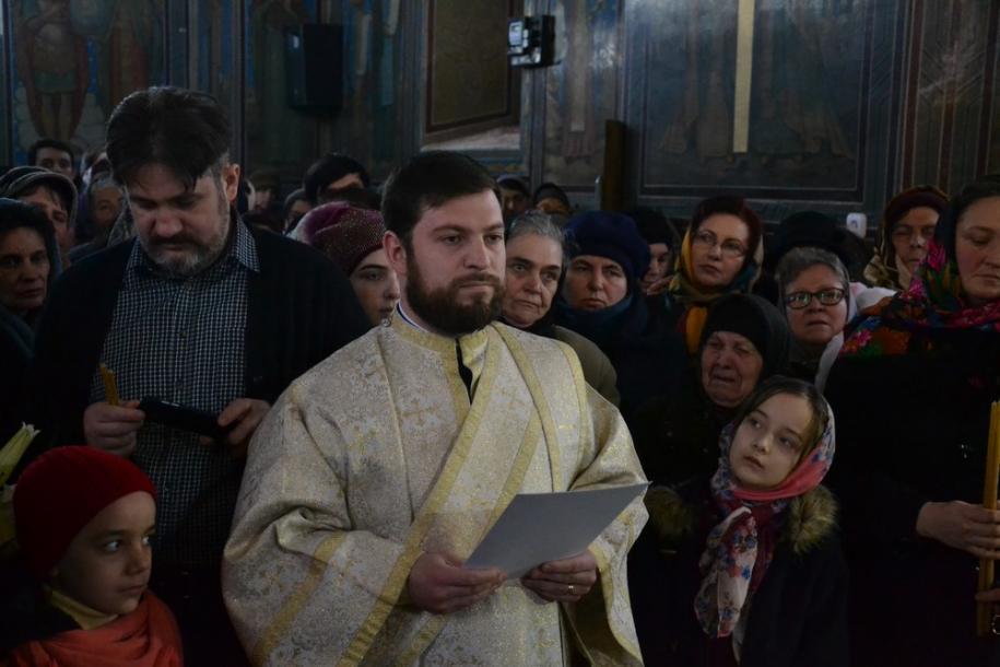 În cadrul slujbei arhierești, diaconul Teodor Alin Astancăi  a fost hirotonit preot/ Foto: Lucian Ducan