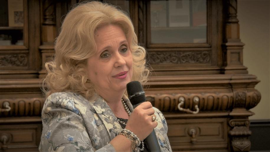 deputat prof. dr. Camrlia Gavrilă, Președinte al comisiei pentru învățământ, știință, tineret și sport din Camera Deputaților
