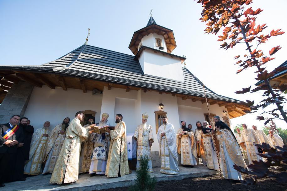 """Schitul de maici """"Sfântul Cuvios Ioan Iacob"""" de la Crăiniceni-Horodiștea/ Fotografii: Tudorel Rusu"""