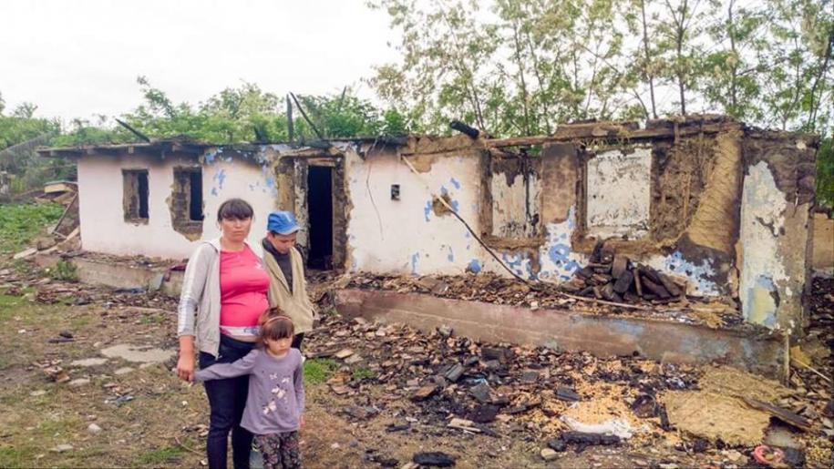 Locuința familiei Apăvăloaie după incendiu