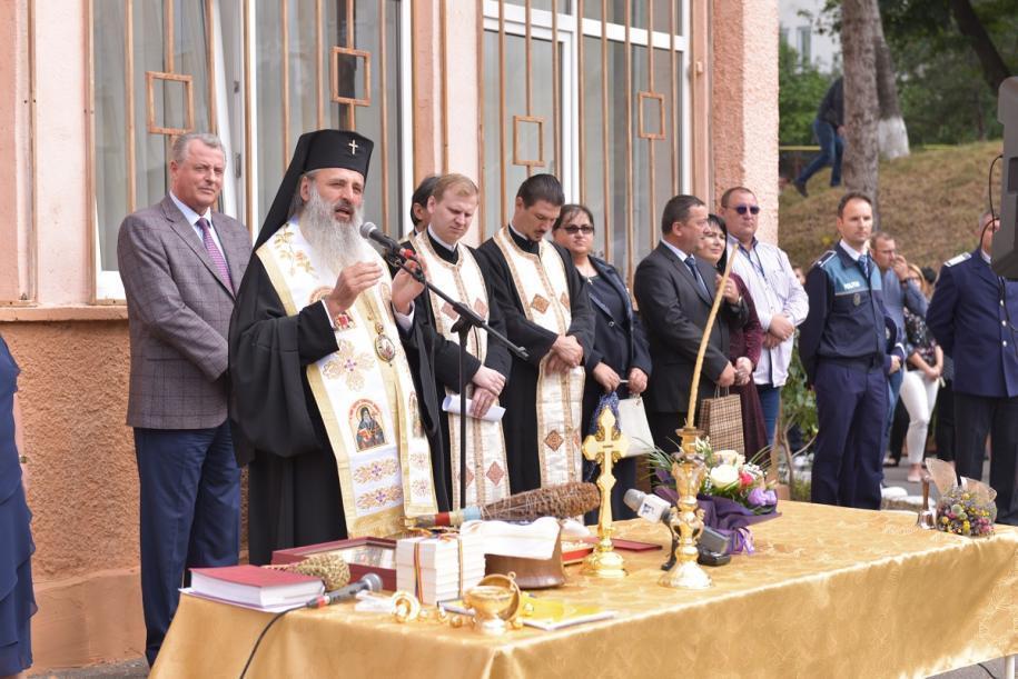 Mitropolitul Moldovei și Bucovinei a a participat la festivitatea de deschidere de la Colegiul Național de Informatică din Piatra Neamț/ Foto: Alex Atudori