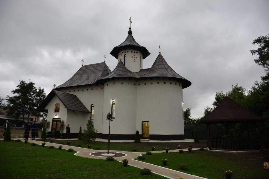 """Biserica """"Sfânta Cuvioasă Parascheva"""" - Bătrânești, Botoșani/ Foto: Lucian Ducan"""