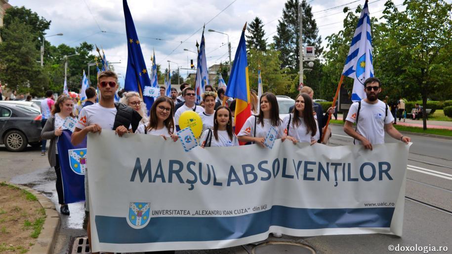 Marşul Absolvenţilor - mii de studenţi ieşeni în ritm de bucurie / foto: Flavius Popa