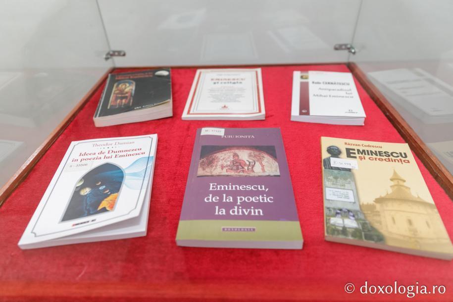 """Expoziția omagială de carte """"Porni Luceafărul. Creșteau în cer a lui aripe...""""/ Foto: Pr. Silviu Cluci"""