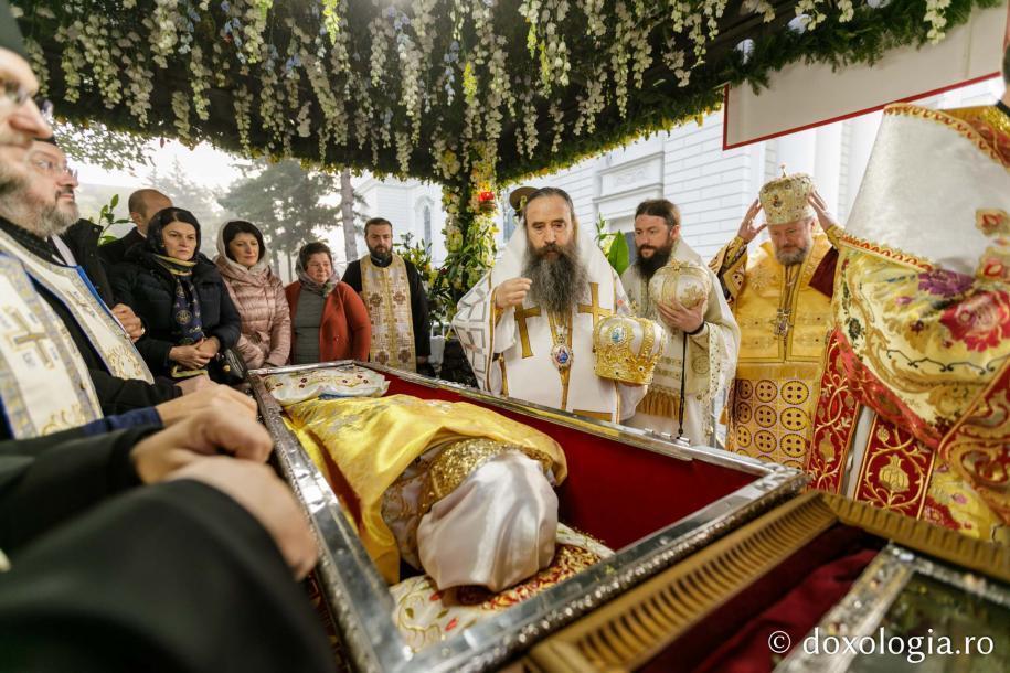 Foto: Constantin Comici / Ierarhi slujitori la Sfânta Liturghie a Hramului Sfintei Cuvioase Parascheva