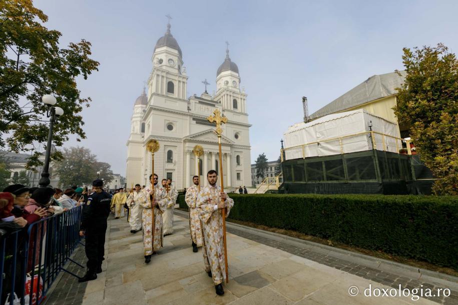 Foto: Oana Nechifor / Ierarhi slujitori la Sfânta Liturghie a Hramului Sfintei Cuvioase Parascheva